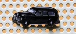 Pin's PEUGEOT 203 Familiale - Collection Utilitaires - Peugeot
