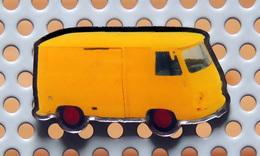 Pin's PEUGEOT Fourgon J7 Couleur De La Poste - Collection Utilitaires - Peugeot