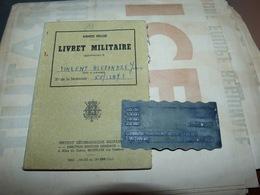 AA4-1 Livret Militaire Avec Plaque Métallique 4ème Bataillon Transport - Documents