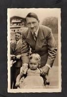 S/w Ak   Photo Hoffmann, Nr. 727 Kanzler  Und Besuch Auf Dem Obersalzberg! - Briefe U. Dokumente