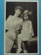 S.M. La Reine Elisabeth Et La Princesse Marie-José - Familles Royales