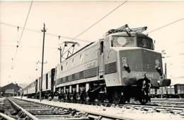 100519A TRANSPORT TRAIN CHEMIN DE FER - PHOTO FENINO - Locomotive 2D2-5548 Sncf 4 - Gares - Avec Trains