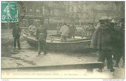 BELLE CPA DES INONDATIONS DE PARIS   -  LES SAUVETEURS  PLACE DE ROME -    Bb-420 - Inondations De 1910