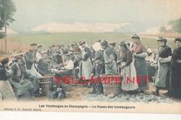 51 // MANUTENTION DU VIN DE CHAMPAGNE , Le Repas  Des  Vendangeurs  Edit T.D. / Colorisée - France