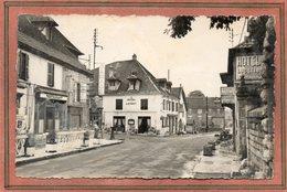 CPSM Dentelée - MOUCHARD (39) - Aspect Des Hôtels Et Restaurants Du Carrefour Dans Les Années 50 - Altri Comuni