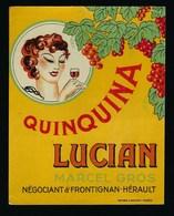 """Ancienne Etiquette   Quinquina  Lucian  Marcel Gros  Négoce Frontignan """"femme Verre à La Main""""  étiquette Vernie - Etiquettes"""