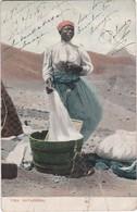 POSTCARD PORTUGAL CABO VERDE - CAPE VERDE - S. VICENTE - COSTUMES - UMA LAVADEIRA - Cape Verde