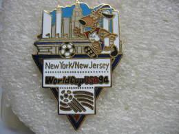 Pin's De La Coupe Du Monde De Football En 94 Aux USA. Equipe De NEW YORK / NEW JERSEY - Football