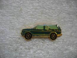 Pin's D'un Véhicule 4x4 Terrano Du Constructeur Automobile NISSAIN - Badges