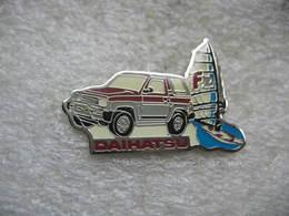 Pin's D'un Véhicule 4x4 DAIHATSU - Badges