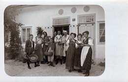 Familienfoto Vor Haus In Slowenien ?, Nicht Gelaufen Um 1899, Gute Erhaltung - Slowenien