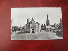 """Carte Postale SM De Parcé: Le Carrefour De La Lune  (voitures: 2CV - Publicité """"Accus Tudor"""" - France"""