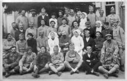 Carte-photo De MONTMORILLON (Vienne) - Groupe De Soldats En Convalescence à L'Hôpital. 2 Scan. - Montmorillon