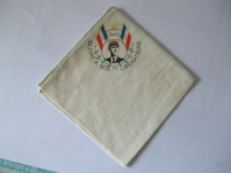 MOUCHOIR / POCHETTE A L'EFFIGIE DU GENERAL DE GAULLE 1945 GLOIRE A NOS LIBERATEURS - 1939-45