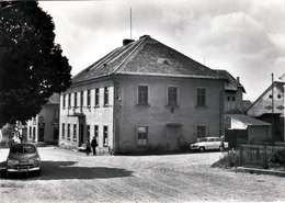 VESIN (Věšín) - Zakladni Devitileta Skola, Alte Autos, Fotokarte Gel.1955? - Tschechische Republik