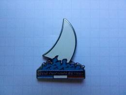 Pin S De L 'école Française De Voile  Signé DECAT - Sailing, Yachting