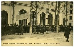 69 : LYON - FOIRE INTERNATIONALE - LE PALAIS - L'ENTREE DES ACHETEURS - Lyon
