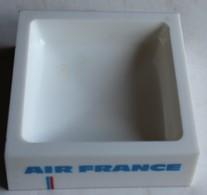 Ancien Et Rare Cendrier Vide Poche Publicitaire AIR FRANCE Concorde Plastique Plastorex Carré - Aviation Commerciale