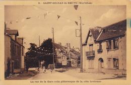 CPA 56 @ SAINT GILDAS DE RHUYS - La Rue De La Gare - Pub Panneau Charcuterie Boucherie THOMER - Other Municipalities