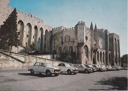 84 AVIGNON - Palais Des Papes - Voitures Peugeot : 404, 203 Décapotable, Renault, Etc. - Avignon (Palais & Pont)
