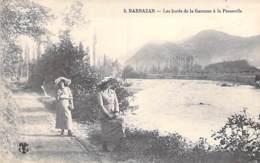 31 - BARBAZAN : Les Bords De La Garonne à La Passerelle ( Animation : Deux Jeunes Femmes En 1er Plan ) CPA Haute Garonne - Barbazan
