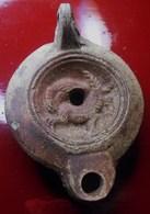 BELLE LAMPE ROMAINE SIGNEE DU 2em Siècle - Archéologie
