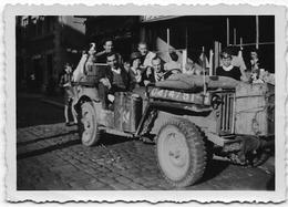 LIBERATION Septembre 1944 : AYWAILLE (?) Jeep U.S. Avec Civils - Guerre, Militaire