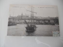 Bateau Rentrant Au Port - Granville