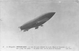 18    Le Dirigeable « REPUBL1QUE » An Cours Des Essais Defmitifs De Recette. Duree De Vascension 2 H. 10' - Dirigeables