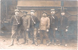 Carte Photo (gare De ?) Liévin Novembre 1913 - Gendarmes Cheminots Militaire ( Voir Texte Au Verso) - Lievin
