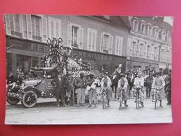 St - FLORENTIN  ( 89 )  CARTE PHOTO D'un Jour De CARNAVAL  -  Place DILO - Saint Florentin