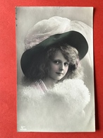 1909 - MODE - JEUNE BEAUTE AVEC GRAND CHAPEAU - MOOIE JONGE DAME MET GROTE HOED - Mode