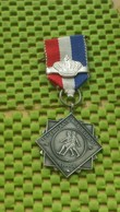 Medaille / Medal - Medaille -Legerplaats Wandeltocht 't Harde , Met Kroon -Army Tour 't Hard, With Crown The Netherlands - Netherland