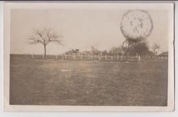 """CARTE PHOTO D'UN CIMETIERE MILITAIRE PROVISOIRE ? - POSTE MILITAIRE """" TRESOR ET POSTES """" - ECRITE EN 1915 - 2 SCANS - - War Cemeteries"""