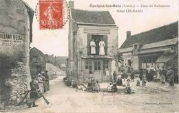 Epeigné Les Bois (Indre Et Loire) - Place Du Ralliement - Hôtel Legrand - Bicyclette Artisanale - Animée - Francia