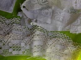 Lot De Dentelle Et Autre Serviette Monogramme P R - Laces & Cloth