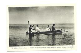 OCEANIE ( Ile Du Pacifique)...Un Père Des Sacrés-Coeurs De Picpus Va Porter Le Saint Viatique à Un Malade - Postcards
