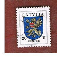 LETTONIA (LATVIA)   -  SG 398a  -  1997 ARMS: REZEKNE  -   USED - Lettonia