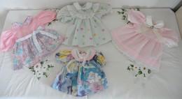 Lot De 4 Petites Robes Pour Poupée - Dolls