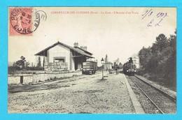 CPA CORNEVIILE  LES CLOCHES La Gare L'arrivée D'un Train , Corneville Sur Risle Canton Pont Audemer 27 Eure - Altri Comuni