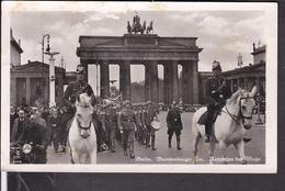 Postkarte  Berlin Brandenburger Tor , Aufziehen Der Wache , Schutzpolizei  1942 - Germany