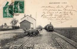Saint-Branchs  37   La Gare _Train A L'Arret Et Les Quais Animés - France