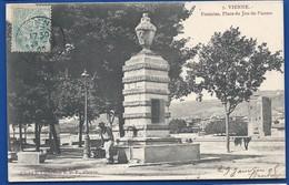 VIENNE    Fontaine Place Du Jeu De Paume      Animées     écrite En 1905 - Vienne