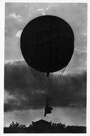 "De Solo-ballon ,,Delia Mouton"" Zwerft Geluidsloos Door De Stemmige Avond-stond. Photo  Postcard Haagsche Ballonclub - Montgolfières"