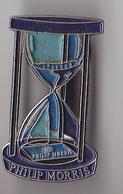 PIN'S THEME PHILIP MORRIS  LE SABLIER   TABAC  CIGARETTES - Pin's & Anstecknadeln
