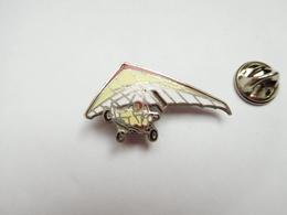 Beau Pin's En EGF , ULM , Deltaplane , Signé Démons & Merveilles - Pin