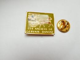 Beau Pin's , Les Anciens De Gervais Danone , Neufchâtel En Bray , Ferriéres En Bray - Pin's