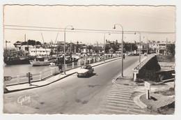 85 St Gilles Sur Vie N°40 Le Port En 1965 Simca Aronde P60 Pont Sur La Vie Bateaux PUB Caltex For Bril Forvil Faïences - Saint Gilles Croix De Vie