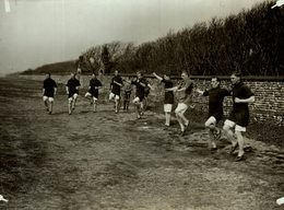 BARSLEY FC IN TRAINING AT LYTHAM     22* 17 CM Fonds Victor FORBIN 1864-1947 - Deportes