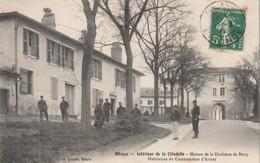 ***  33  *** BLAYE  Intérieur De La Citadelle Maison De La Duchesse De Berry Habitation Du Commandant D'Ar- TTBE Timbrée - Blaye